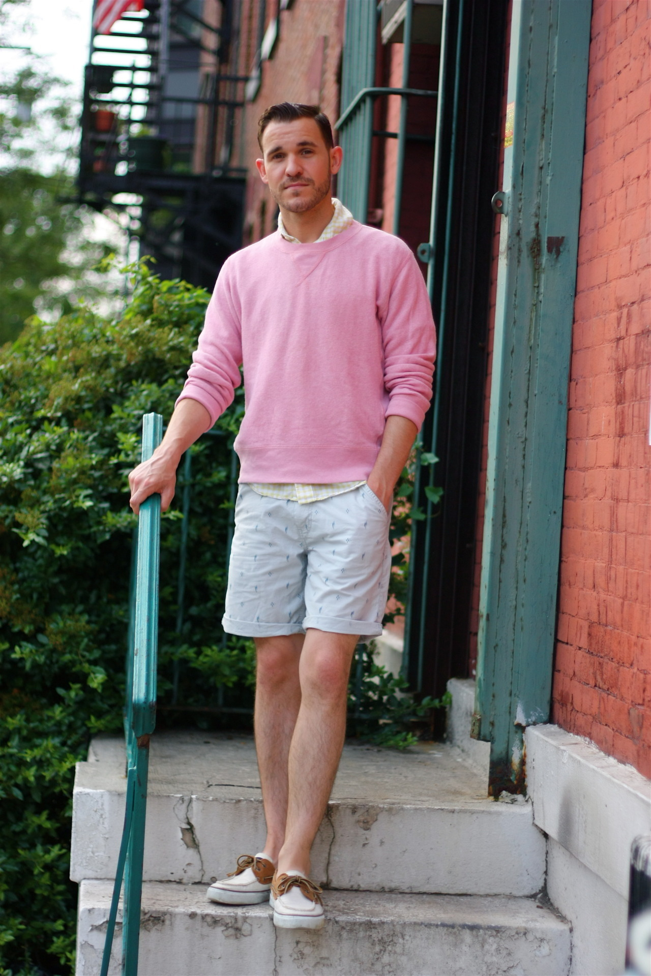 45f76609fc6 How to Wear a Pink Crew-neck Sweater For Men (33 looks   outfits ...