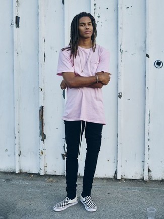 How to Wear Black Skinny Jeans For Men: This relaxed casual combo of a pink crew-neck t-shirt and black skinny jeans is effortless, seriously stylish and extremely easy to replicate. Complete this outfit with a pair of black and white check canvas slip-on sneakers to effortlessly kick up the classy factor of this outfit.