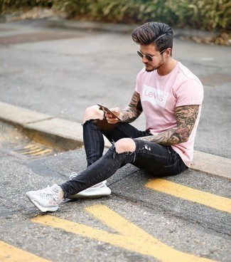Charcoal Ripped Jeans Outfits For Men: A pink print crew-neck t-shirt and charcoal ripped jeans have proven themselves as absolute menswear mainstays. A pair of grey athletic shoes can integrate perfectly within a multitude of looks.