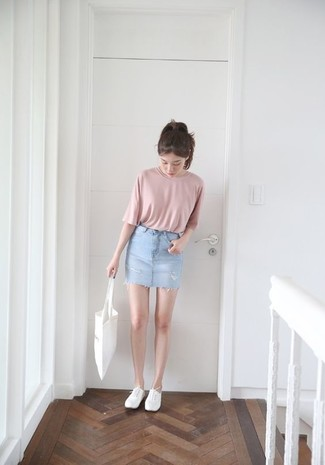 How to wear: pink crew-neck t-shirt, light blue denim mini skirt, white plimsolls, white canvas tote bag
