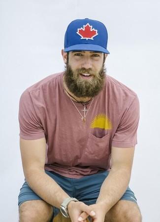 How to wear: pink crew-neck t-shirt, teal shorts, blue print baseball cap, beige watch