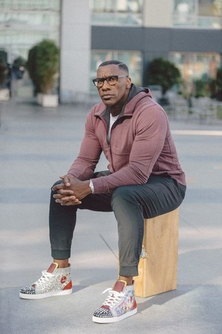 How to Wear Black Sweatpants After 40 For Men: A pink hoodie and black sweatpants are a nice combo to keep in your current casual routine. Complete this outfit with a pair of grey embellished high top sneakers and you're all set looking incredible.