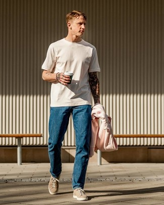 How to wear: pink hoodie, white crew-neck t-shirt, blue jeans, beige suede low top sneakers