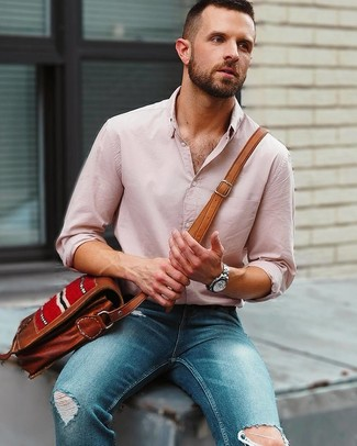 How to wear: pink linen long sleeve shirt, blue ripped skinny jeans, brown leather messenger bag, silver watch