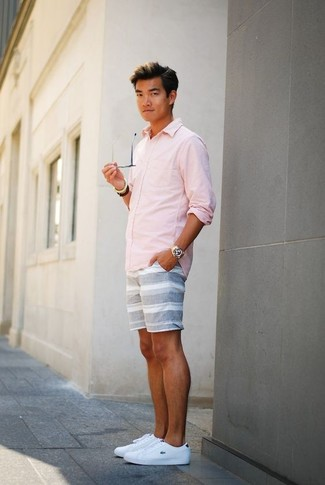 A Club Monaco men's Slim Fit End On End Shirt and grey horizontal striped shorts is a wonderful combination to add to your casual lineup. White leather low top sneakers work spectacularly well here. This combo is essentially a lesson in how to dress for super hot summer weather.