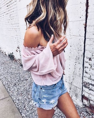 Dress in a Free People Palisades Off The Shoulder Top and light blue denim shorts for a casual coffee run. A kick-ass look like this one is just what you need when real summer weather settles in.