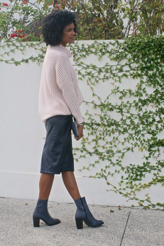 How to wear: pink knit oversized sweater, black leather pencil skirt, navy leather ankle boots, navy leather clutch