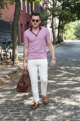 How to Wear a Brown Leather Holdall In Hot Weather Casually For Men: If you gravitate towards edgy style, why not take this pairing of a pink polo and a brown leather holdall for a spin? If you want to effortlesslly perk up your look with one item, why not add a pair of brown leather driving shoes to the equation?