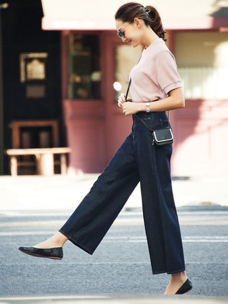 How to Wear Navy Denim Wide Leg Pants: For a casual outfit, consider pairing a pink short sleeve sweater with navy denim wide leg pants — these pieces fit beautifully together. Feel somewhat uninspired with this look? Introduce a pair of black leather ballerina shoes to switch things up.