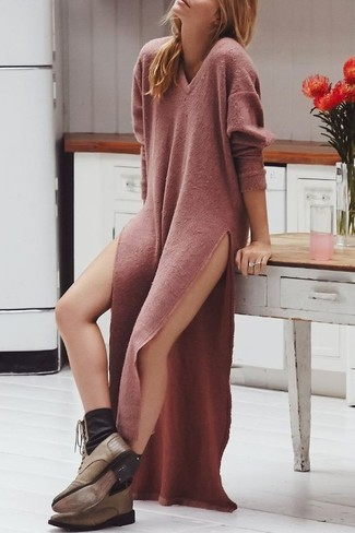 If you don't like trying-too-hard looks, wear a pink sweater dress. Olive boots are the right shoes here to get you noticed. It goes without saying that this one makes for a great, spring-friendly look.