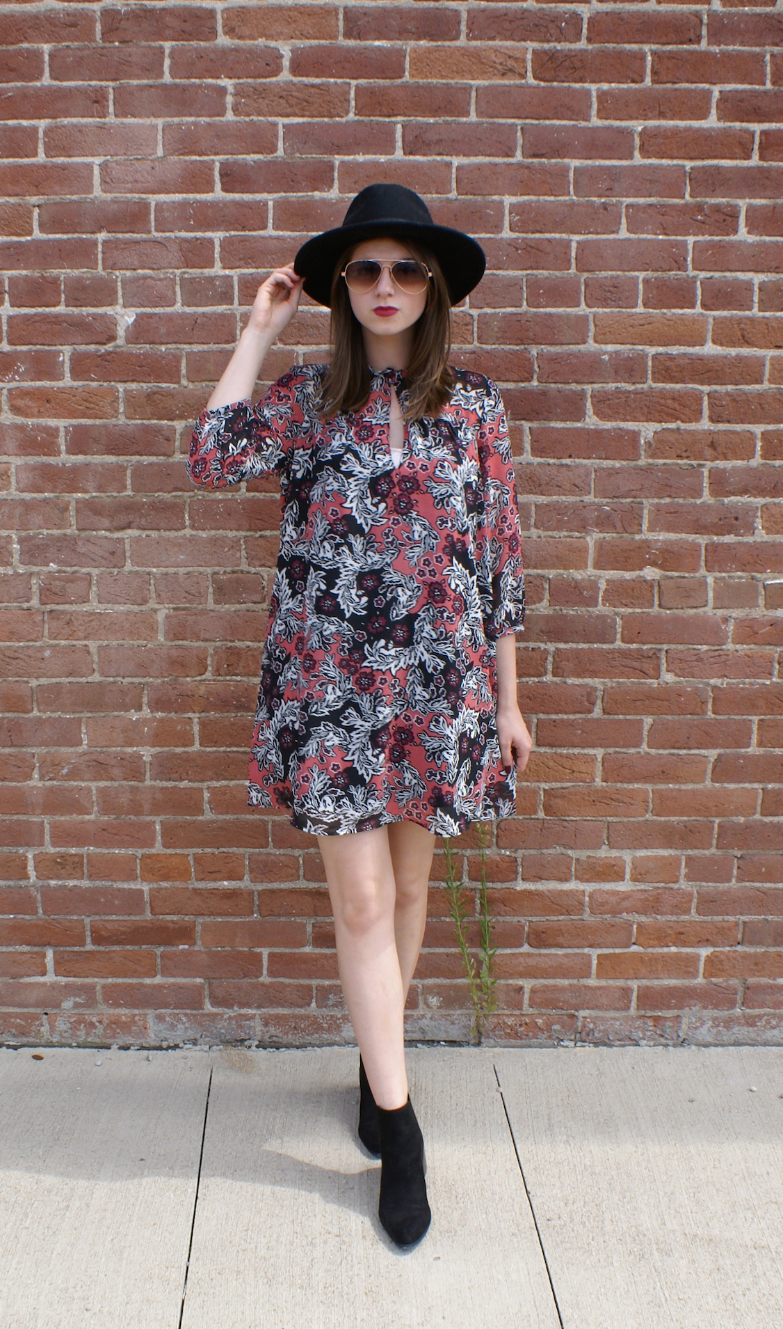 How To Wear a Swing Dress With Black Boots | Women\'s Fashion