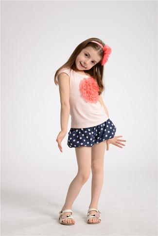 How to wear: pink t-shirt, navy polka dot shorts, white sandals, pink headband