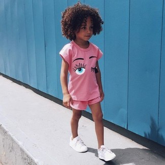 How to Wear Pink Shorts For Girls: Your little fashionista will look cute in a pink t-shirt and pink shorts. White sneakers are a wonderful choice to complement this outfit.