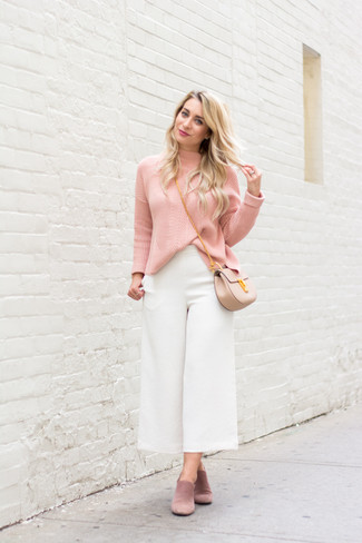 How to Wear Pink Sandals For Women: Why not consider wearing a pink turtleneck and white culottes? Both of these items are totally practical and will look incredible paired together. Infuse a carefree touch into your getup by finishing off with a pair of pink sandals.
