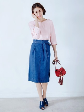 How to wear: pink v-neck sweater, blue denim pencil skirt, navy leather mules, red suede crossbody bag