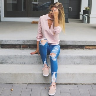 How to wear: pink v-neck sweater, blue ripped skinny jeans, pink slip-on sneakers