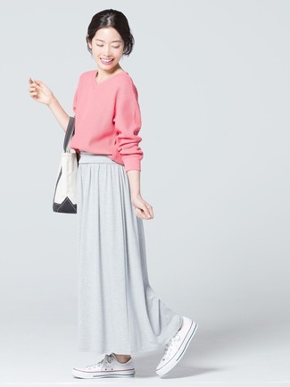 How to wear: pink v-neck sweater, grey maxi skirt, white canvas low top sneakers, white canvas tote bag