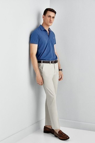How to Wear a Dark Brown Woven Leather Belt For Men: This combination of a blue polo and a dark brown woven leather belt is extremely easy to do and so comfortable to rock a version of as well! Brown leather loafers will easily elevate even the laziest of combinations.