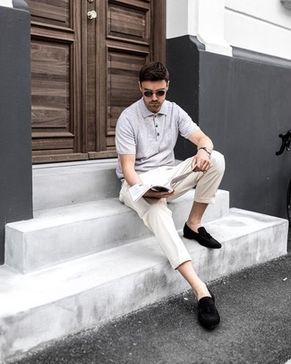 Beige Chinos Outfits: Consider teaming a grey polo with beige chinos for a casual level of dress. Break up this ensemble by sporting black suede tassel loafers.