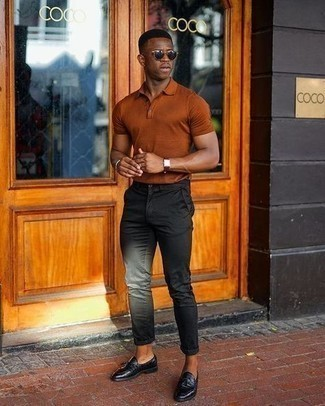 500+ Smart Casual Outfits For Men: To assemble a casual look with a twist, go for a tobacco polo.
