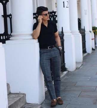 Dark Green Sunglasses Outfits For Men: For an outfit that's pared-down but can be modified in a multitude of different ways, make a navy polo and dark green sunglasses your outfit choice. Want to dress it up with footwear? Complement this ensemble with dark brown suede tassel loafers.