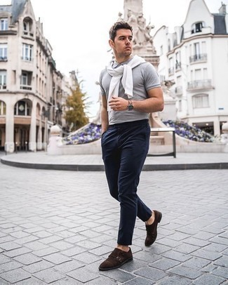 Dress Shoes Outfits For Men: A white crew-neck t-shirt and navy chinos are the kind of a foolproof casual combination that you need when you have zero time to assemble an outfit. Infuse a sense of class into your look by rounding off with a pair of dress shoes.