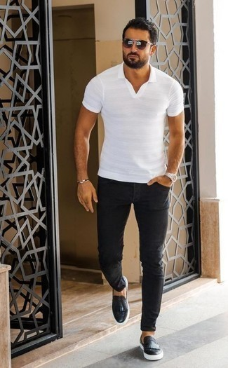 How to Wear Black Jeans In Hot Weather For Men: Fashionable and comfortable, this casual pairing of a white polo and black jeans will provide you with variety. On the fence about how to finish off this getup? Rock a pair of black fringe leather loafers to smarten it up.