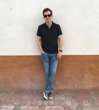 How to wear: black polo, blue jeans, grey canvas low top sneakers, black sunglasses