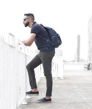 Black Leather Slip-on Sneakers Outfits For Men: Pair a navy horizontal striped polo with dark green jeans if you wish to look casually dapper without exerting much effort. Dial up the classiness of your look a bit by rocking black leather slip-on sneakers.