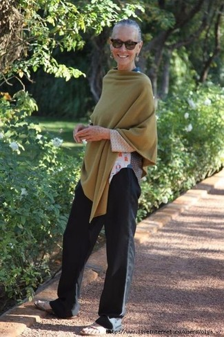 How to wear: olive poncho, white print long sleeve t-shirt, black wide leg pants, beige leather flat sandals