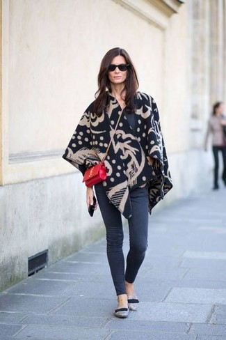 Combining a black print poncho with charcoal skinny jeans is a great choice for a casually cool getup. Feeling brave? Break up your outfit by finishing off with a pair of grey suede loafers.