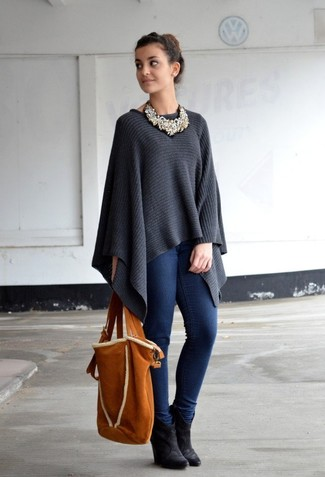 How to wear: charcoal poncho, navy skinny jeans, black suede wedge ankle boots, tobacco suede tote bag