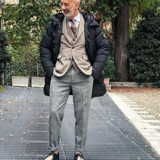 Black Puffer Coat Outfits For Men: Showcase your credentials in menswear styling by marrying a black puffer coat and grey wool chinos for a casual outfit. If you're wondering how to round off, complete this look with a pair of black leather desert boots.
