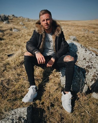 Crew-neck T-shirt Outfits For Men: Consider wearing a crew-neck t-shirt and black ripped skinny jeans for a stylish and easy-going look. For something more on the sophisticated side to complete this getup, introduce white and black leather low top sneakers to the mix.