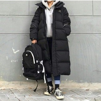 A black puffer coat and black socks is a great combination to impress your crush on a date night. Black and white canvas low top sneakers will add some edge to an otherwise classic ensemble. It's is a wonderful pick when it comes to putting together a standout look for awkward fall weather.
