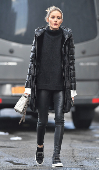 How to Wear a Knit Oversized Sweater: For a seriously stylish ensemble without the need to sacrifice on practicality, we like this pairing of a knit oversized sweater and black leather skinny pants. Complete this look with a pair of black wedge sneakers and ta-da: your look is complete.