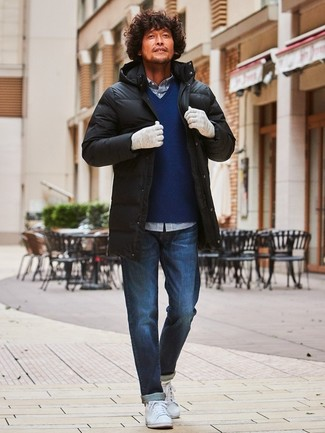 Wear a black puffer coat with Zanerobe men's Navy Slingshot Denim Jogger Pant for a Sunday lunch with friends. Balance this look with white leather low top sneakers. These picks will keep you snug and stylish in awkward transition weather.