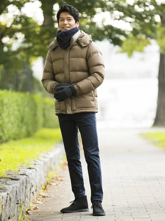 How to wear: olive puffer jacket, navy chinos, black suede desert boots, charcoal scarf