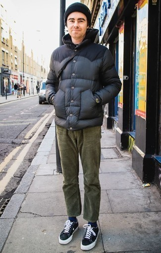 How to Wear a Black Leather Watch In Cold Weather For Men: Marrying a navy puffer jacket with a black leather watch is a good choice for a casually dapper getup. If you want to easily step up this getup with one single item, complete this outfit with black and white canvas low top sneakers.