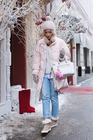 Try pairing a pink puffer jacket with light blue boyfriend jeans for a comfy-casual look. For a more relaxed take, make beige uggs your footwear choice. Embracing the winter season is going to be super easy with such getups as your style inspiration.
