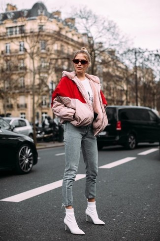 How to Wear Grey Jeans For Women: For a casually edgy look, reach for a pink puffer jacket and grey jeans — these two pieces go perfectly well together. Hesitant about how to round off? Introduce a pair of white elastic ankle boots to the mix to turn up the style factor.