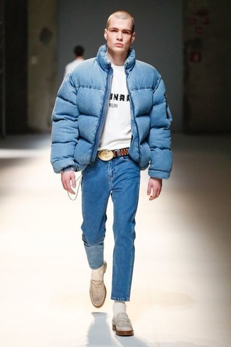 How to wear: blue puffer jacket, white and black print crew-neck t-shirt, blue jeans, white leather loafers