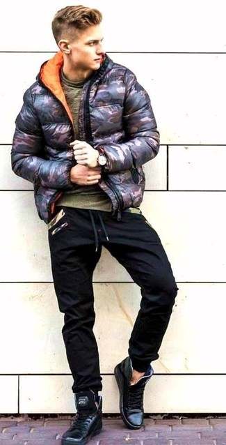How to wear: black camouflage puffer jacket, olive crew-neck t-shirt, black sweatpants, black leather high top sneakers