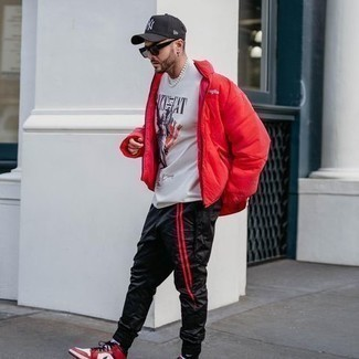 Black Sweatpants Outfits For Men: For a laid-back and cool outfit, wear a red puffer jacket with black sweatpants — these two items play pretty good together. Finishing off with white and red leather high top sneakers is a surefire way to infuse a more casual vibe into this outfit.