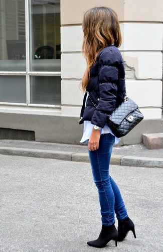 How to Wear a Black Quilted Leather Satchel Bag: Why not wear a navy puffer jacket and a black quilted leather satchel bag? As well as totally comfortable, these pieces look nice when married together. Rounding off with a pair of black elastic ankle boots is a surefire way to inject an extra touch of style into this look.