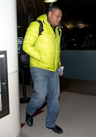 How to wear: green-yellow puffer jacket, black polo, navy jeans, black leather chelsea boots