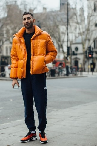 How to Wear Navy Sweatpants For Men: An orange puffer jacket and navy sweatpants are a cool outfit to add to your casual wardrobe. Tone down the classiness of your getup by wearing orange athletic shoes.