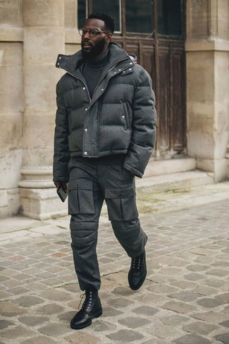 Which Cargo Pants To Wear With a Grey Turtleneck: Marry a grey turtleneck with cargo pants for an off-duty and trendy look. For something more on the classy end to complete your look, add black leather brogue boots to the equation.