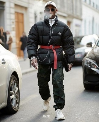 How to Wear Camouflage Pants In Chill Weather For Men: Marrying a black puffer jacket with camouflage pants is an on-point option for a cool and relaxed outfit. As for footwear, introduce a pair of white athletic shoes to the equation.