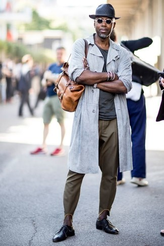 How to wear: grey raincoat, charcoal crew-neck t-shirt, olive chinos, black leather derby shoes